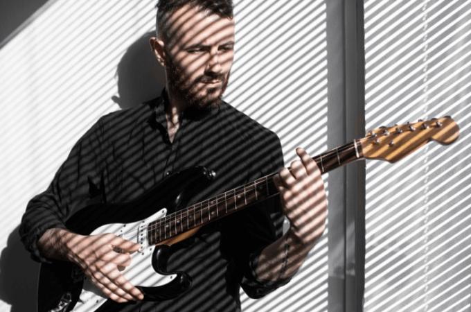 【ギター初心者におすすめのレンタルサービス】サブスク4社比較