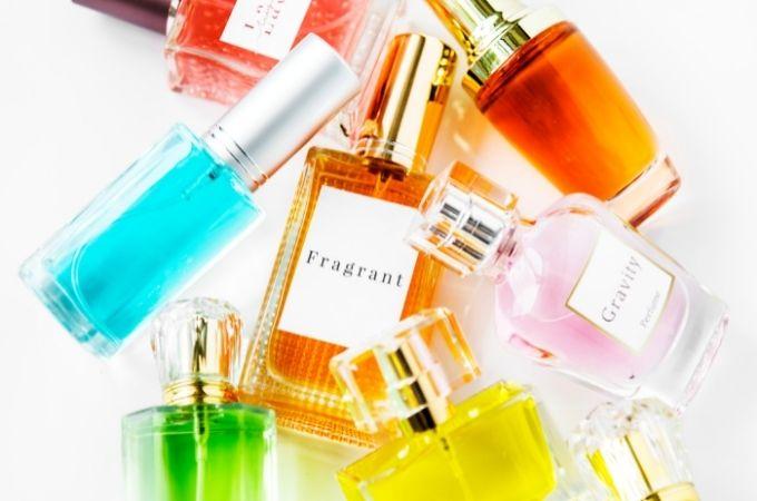大学生は香水をどこで買うのがおすすめ?【サブスク編】
